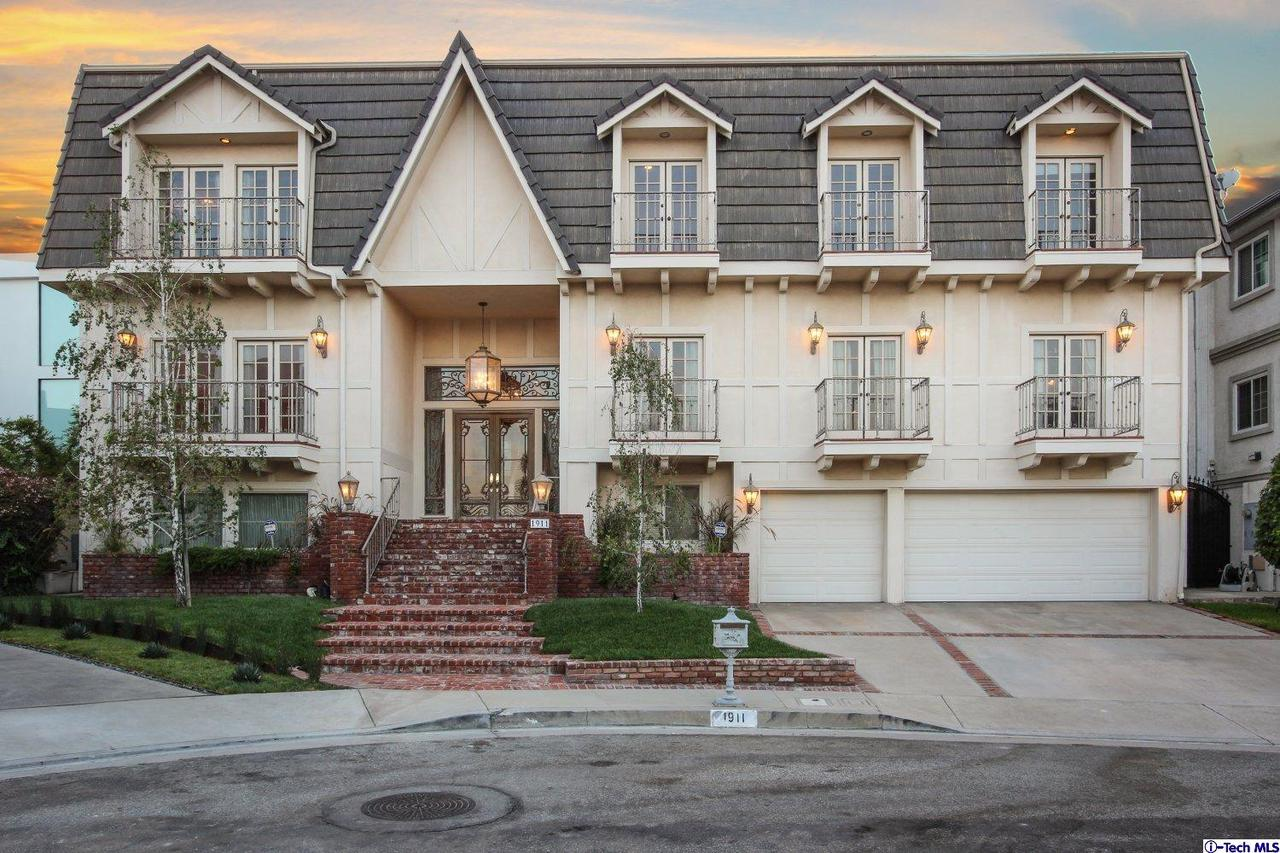 1911 WOODHOLLY COURT, Glendale, CA 91207
