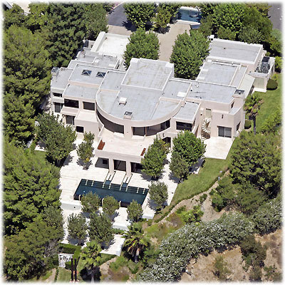 photo: house/residence of beautiful 8 million earning Los Angeles, California, USA-resident
