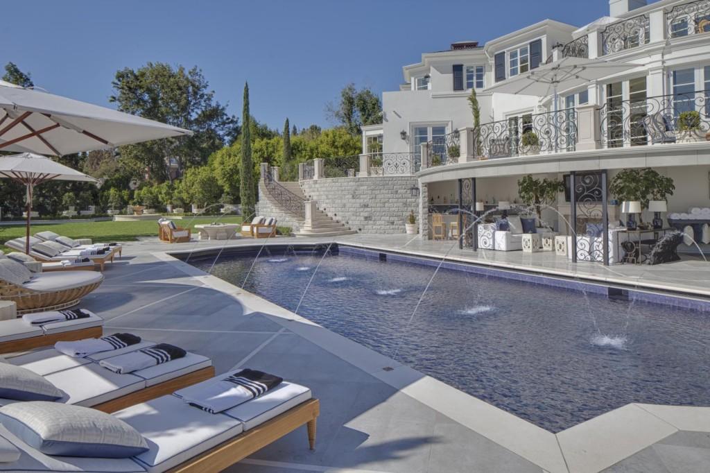Celebrity Real Estate Archives | Homes.com