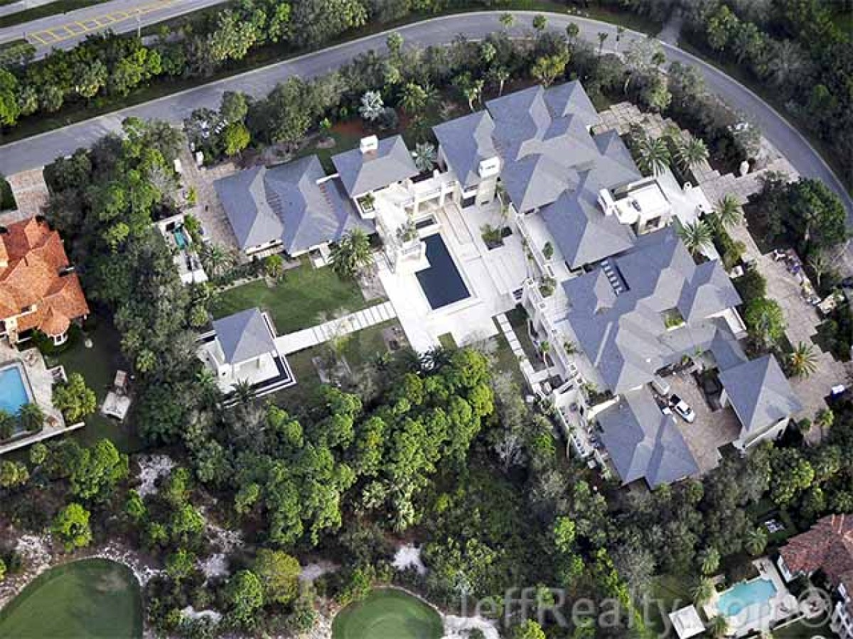 Luxury real estate ellen degeneres and michael jordan s for How much is michael jordans house