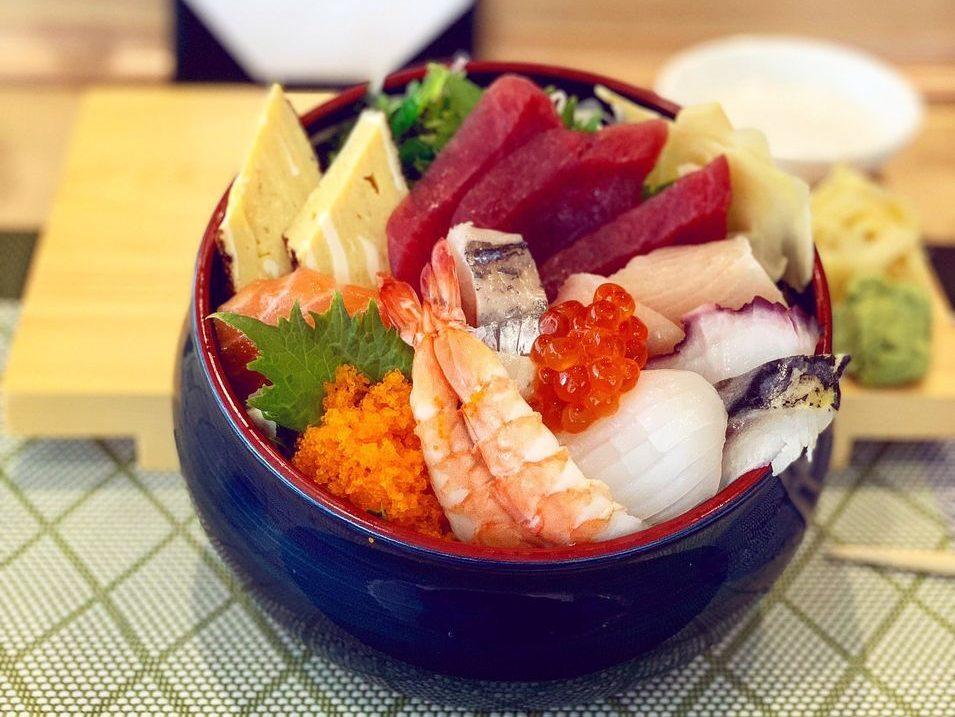bowl of nigiri sushi at taka shin in palm springs