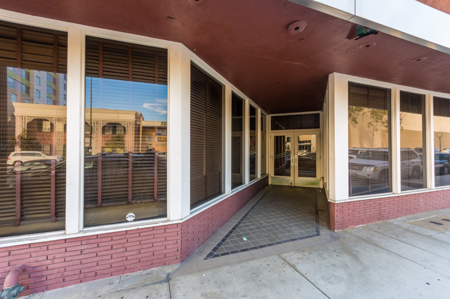 215 North Central Avenue | Large Photo 2