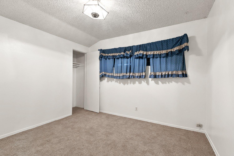 44528 Lostwood Avenue | Large Photo 16