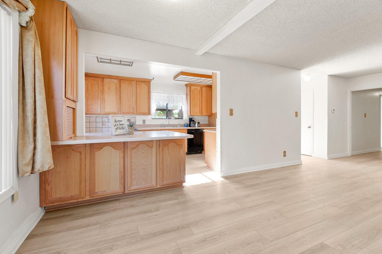 44528 Lostwood Avenue | Large Photo 8