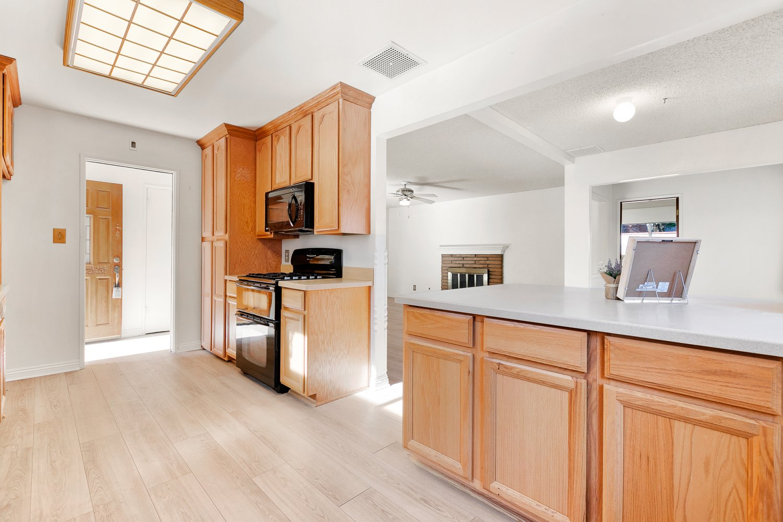 44528 Lostwood Avenue | Large Photo 11