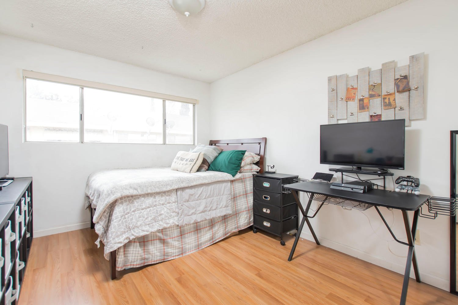 8000 Canby Ave | Large Photo 21