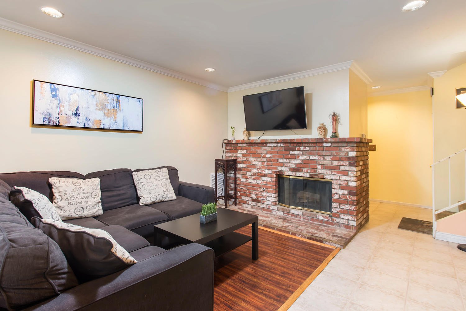 8000 Canby Ave | Large Photo 8
