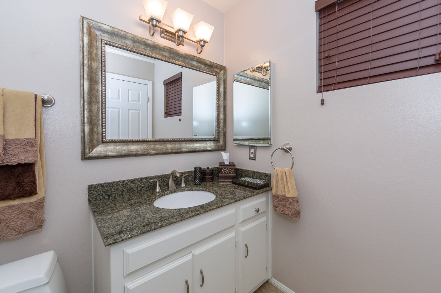 2304 Gardner Place | Large Photo 12