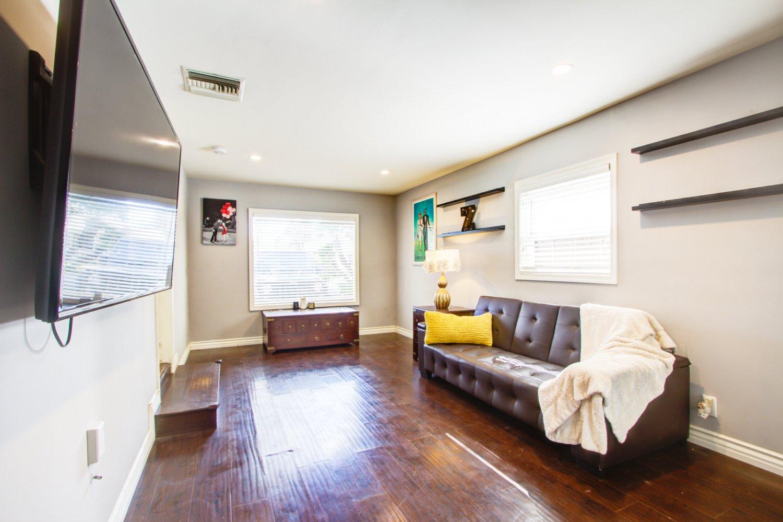 7019 Jamieson Ave | Large Photo 13