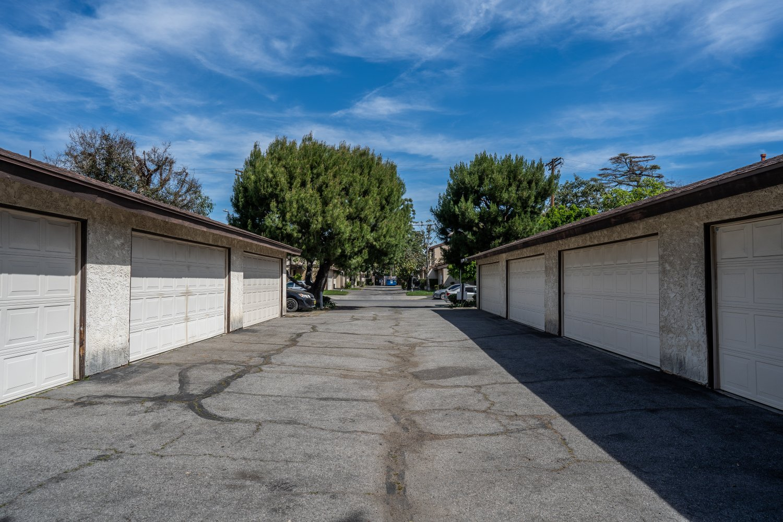 8457 Burnet Ave | Large Photo 4