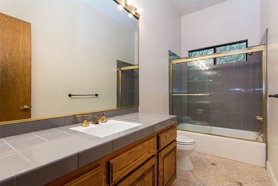 24576 Peachland Ave | Photo 19
