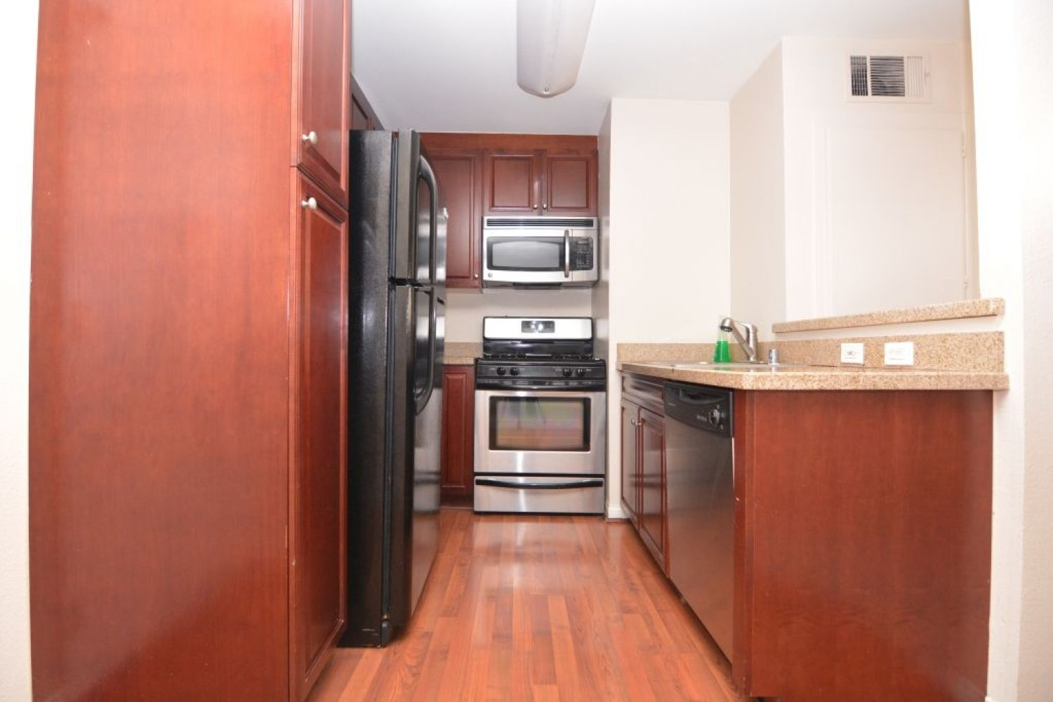 5540 Owensmouth Ave | Photo 7