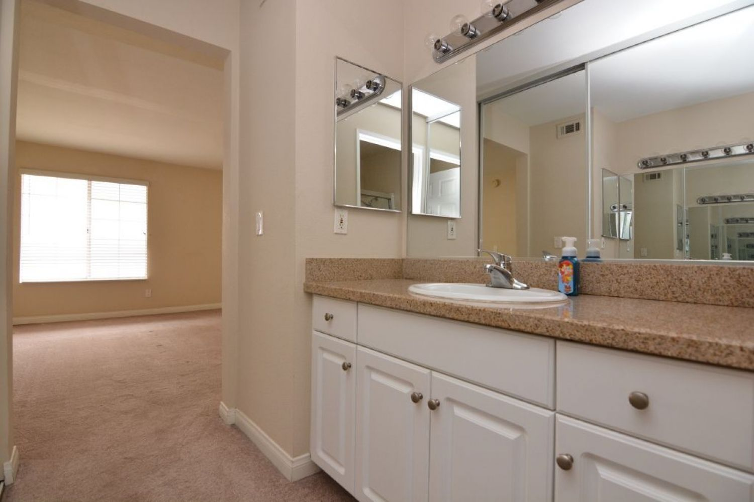 5540 Owensmouth Ave | Photo 20