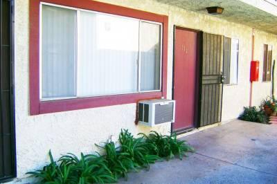 8800 Cedros Ave
