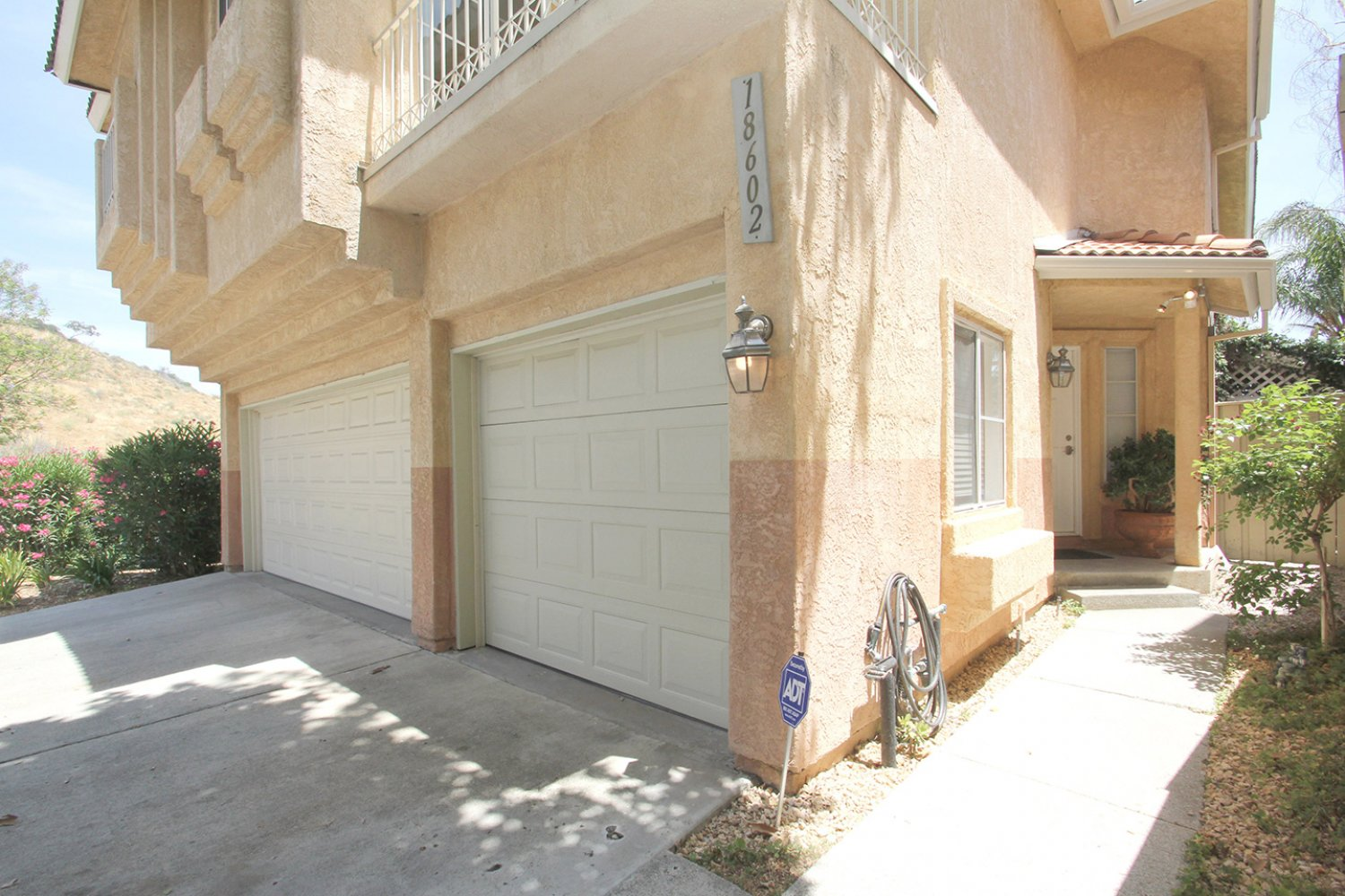 18602 Camelot Ct | Photo 2