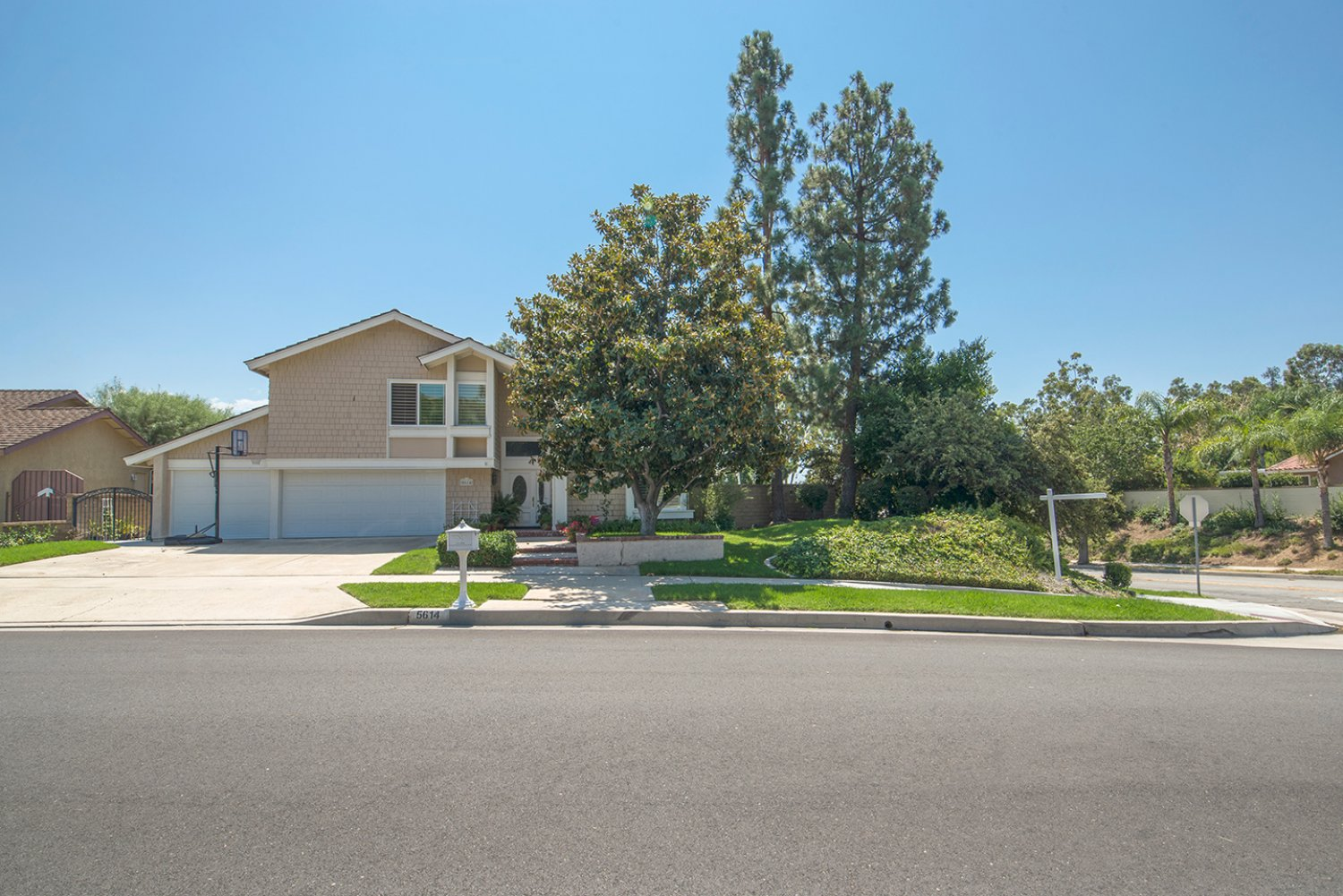 5614 E Crater Lake Ave | Large Photo 2