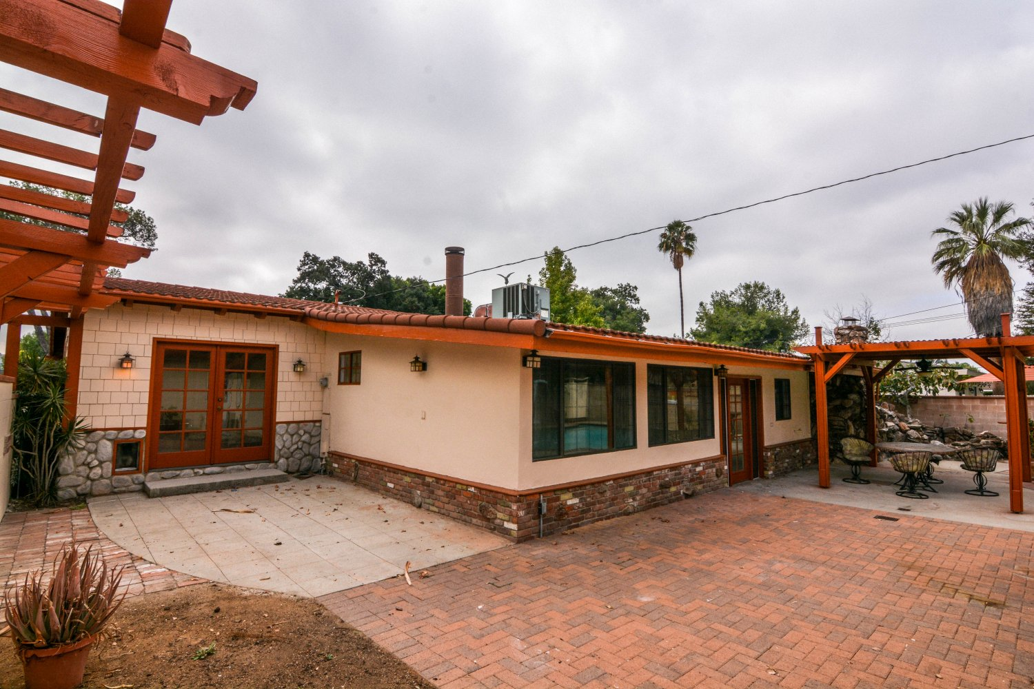 659 East Foothill Blvd | Large Photo 21