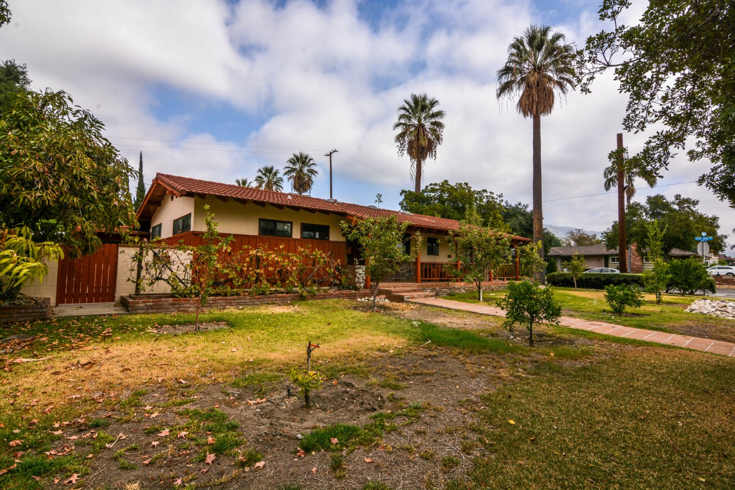 659 East Foothill Blvd | Large Photo 2