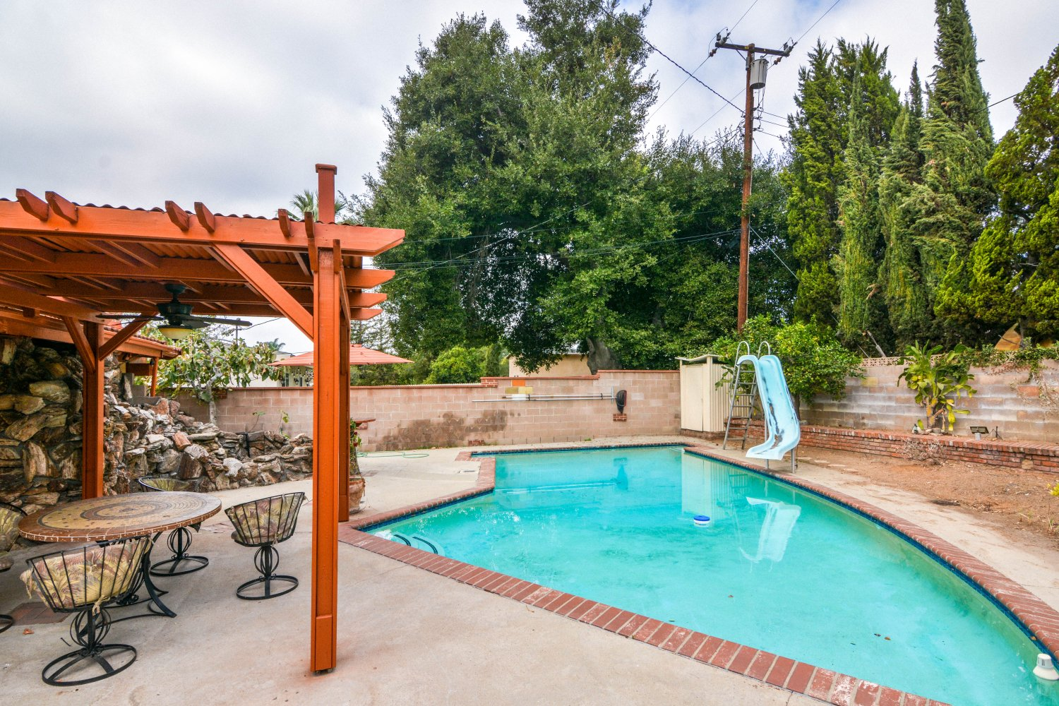 659 East Foothill Blvd | Large Photo 22