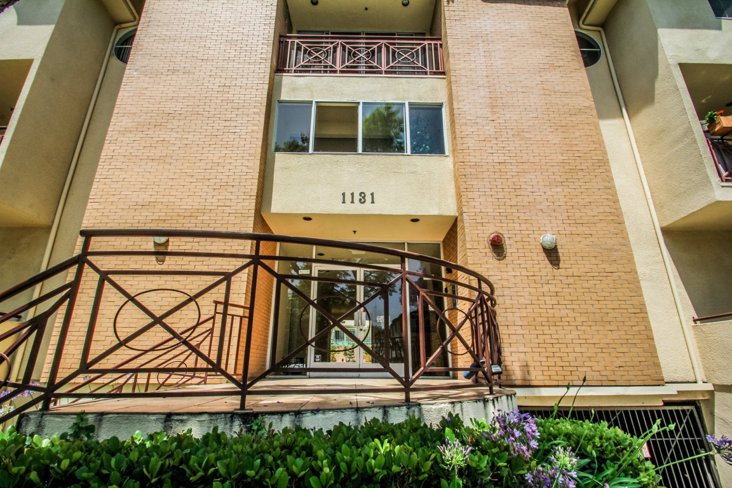 1131 Campbell St | Large Photo 2
