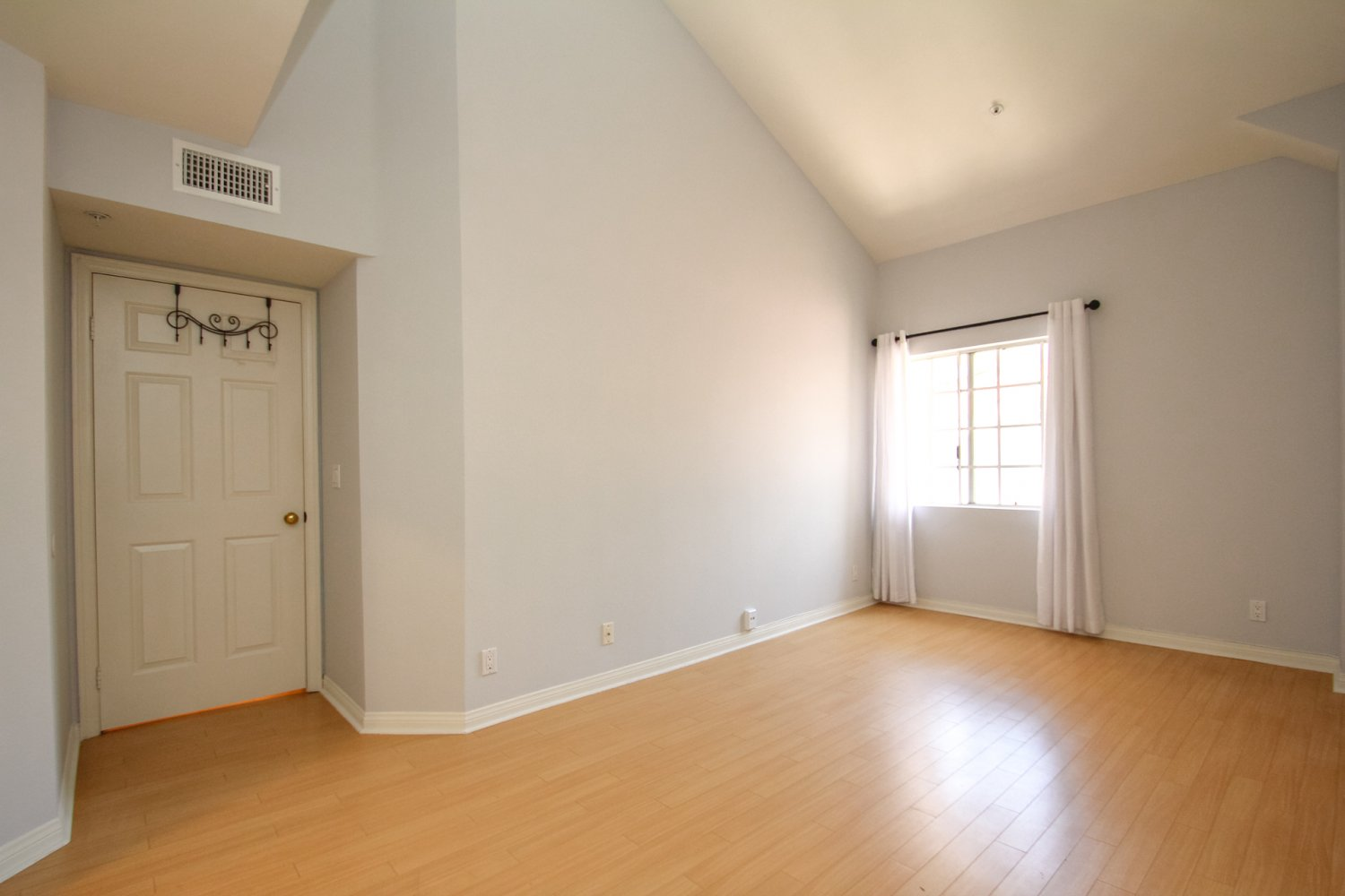 1131 Campbell St | Large Photo 34