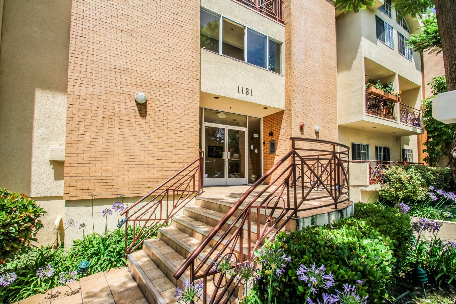 1131 Campbell St | Large Photo 3