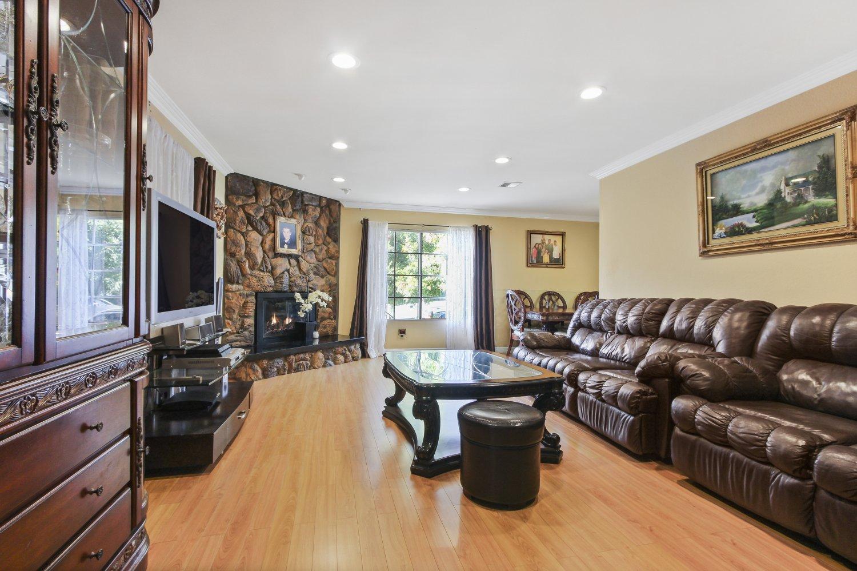 544 East Cypress Avenue | Large Photo 9