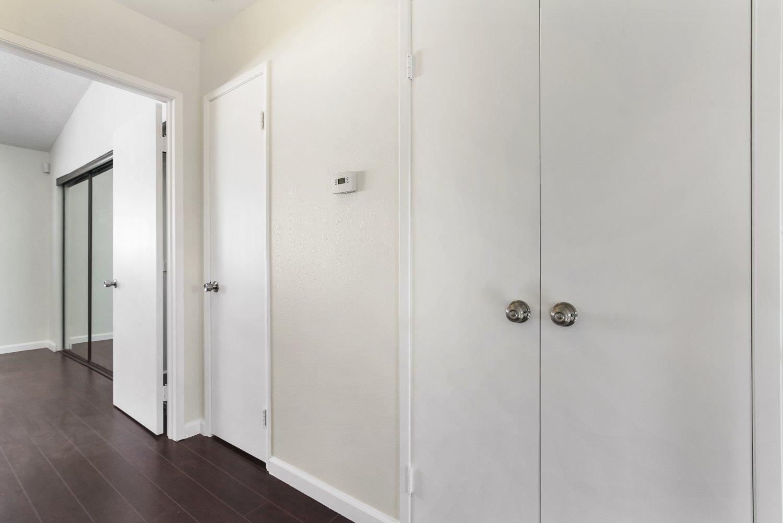 7409 Woodman Avenue | Large Photo 9