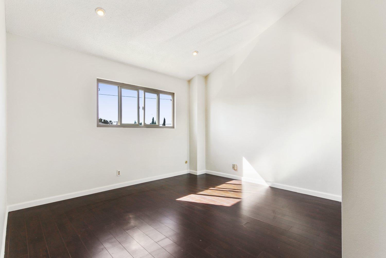 7409 Woodman Avenue | Large Photo 6