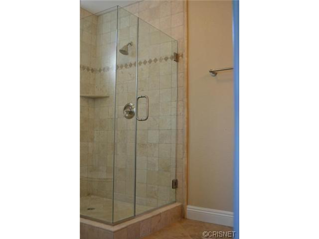 2048 North Kenwood Street | Photo 18