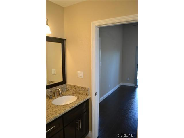 2048 North Kenwood Street | Photo 22